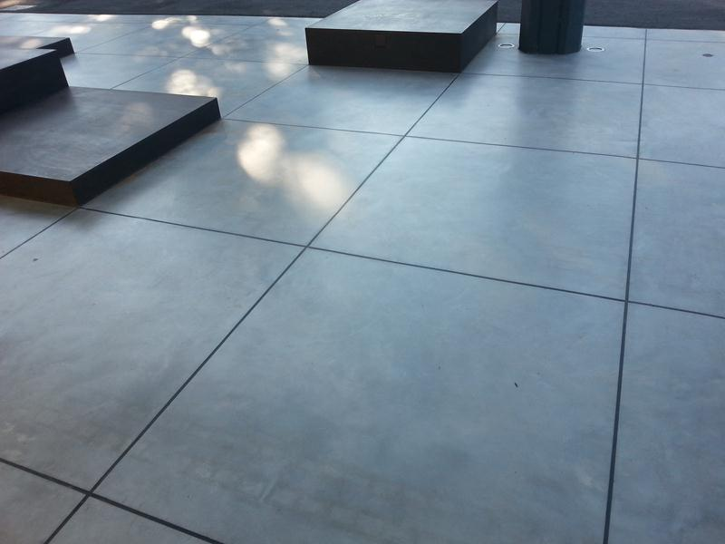 Pavimenti usati. giunti di dilatazione o zone di pavimento usurate o